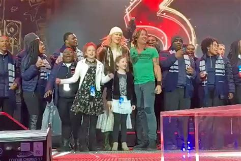 Keith Urban's Daughters, Wife Join Him for Onstage NYE