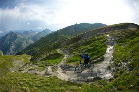 Matt Hunter Tours Mont Blanc Alps with the Specialized