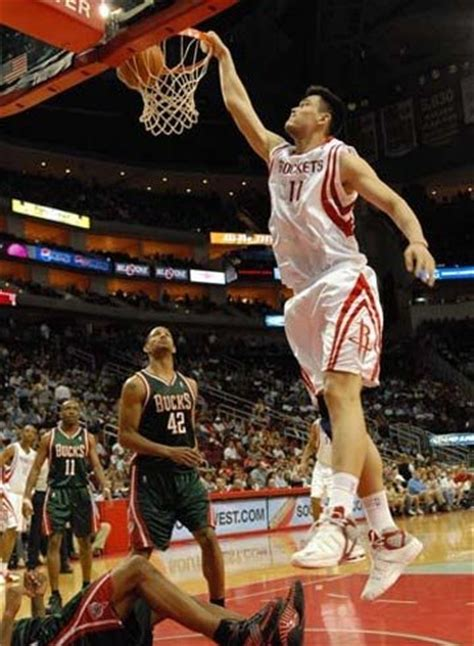 Could Yao Ming dunk without leaving the ground? - Quora