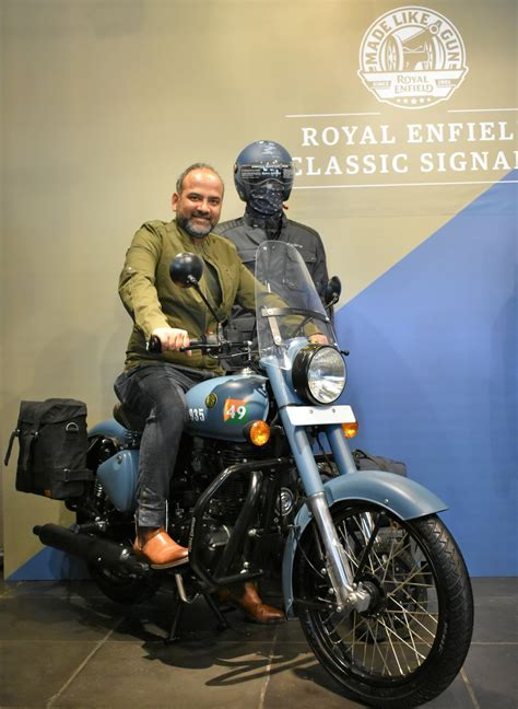 Royal Enfield launches Classic Signals 350 Airborne Blue
