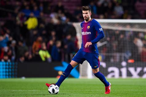 Barcelona boss provides injury updates on Gerard Pique and
