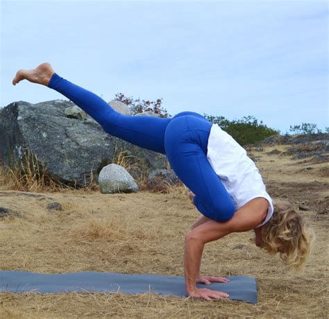 Peak Pose: Flying Pigeon with Tracey Noseworthy | DoYogaWithMe